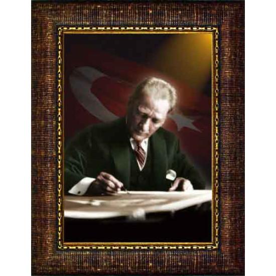 Çerçeveli Masa Başında Yazı Yazan Atatürk Resmi Bayraklı Renkli Atatürk Portresi Atacrap17d