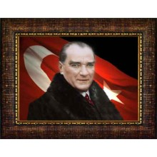 Çerçeveli Kürklü Atatürk Resmi Bayraklı Renkli Atatürk Portresi Atacrap22y