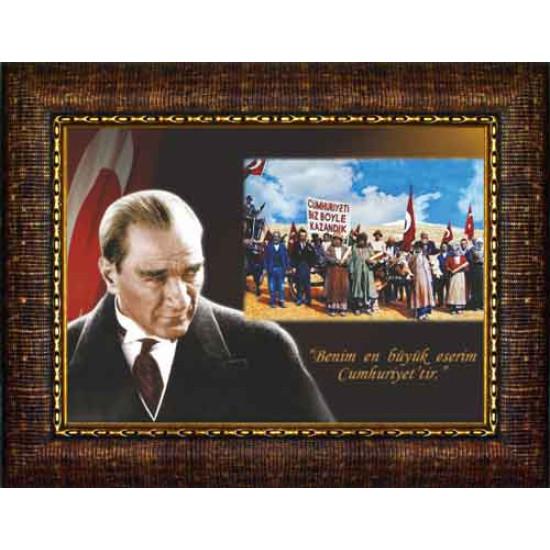 Çerçeveli Atatürk ve Cumhuriyeti Biz Böyle Kazandık Resmi Bayraklı Renkli Atatürk Portresi Atacrap44y