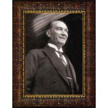 Çerçeveli Gülen Atatürk Resmi Siyah-Beyaz Atatürk Portresi Atacrap45d
