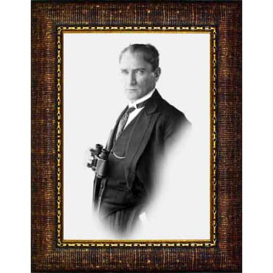 Çerçeveli Dürbünlü Atatürk Resmi Siyah-Beyaz Atatürk Portresi Atacrap58d