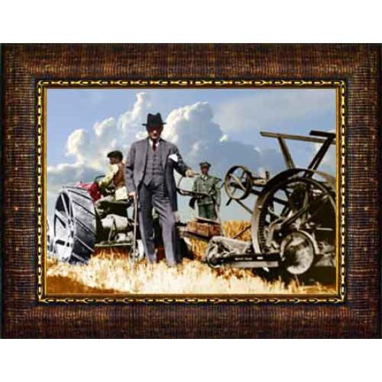 Çerçeveli Tarlada Traktör Başında Çiftçi Atatürk Resmi Renkli Atatürk Portresi Atacrap67y