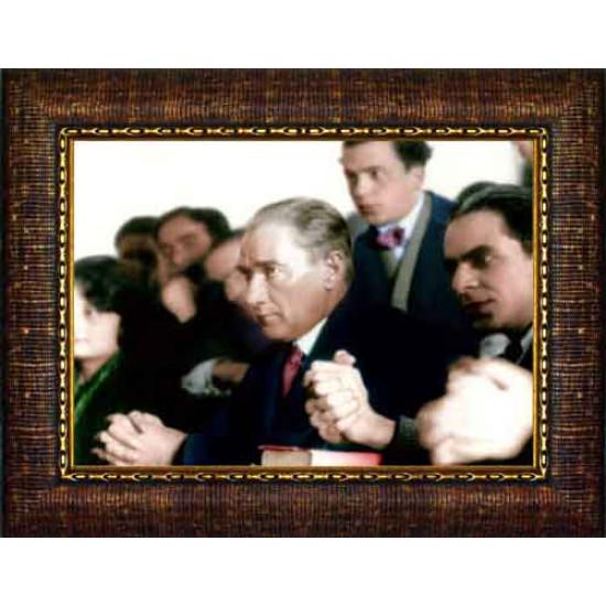 Çerçeveli Üniversitede Ders Dinleyen Eğitimci Atatürk Resmi Renkli Atatürk Portresi Atacrap74y