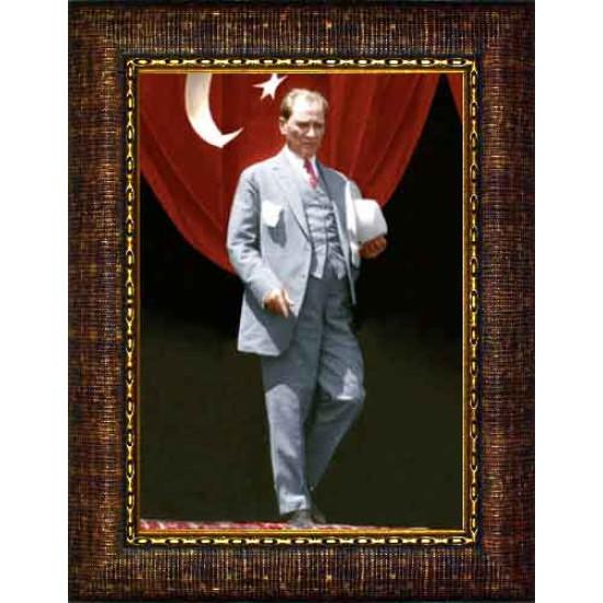 Çerçeveli Ayakta Atatürk Resmi Boydan Bayraklı Renkli Atatürk Portresi Atacrap84d