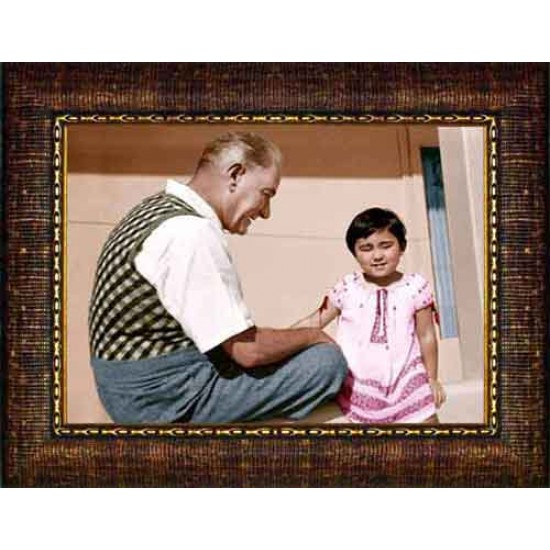 Çerçeveli Ülkü Çocukla Oynayan Atatürk Resmi Renkli Atatürk Portresi Atacrap94y