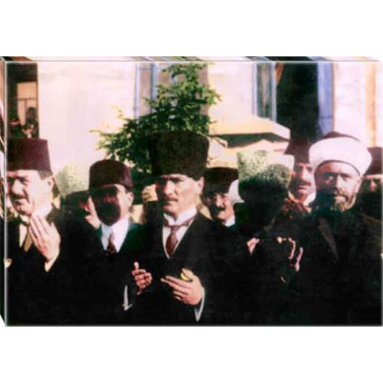 Kanvas Cuma Günü Meclis Çıkışı Dua Eden Atatürk Tablosu Renkli Atatürk Portresi Atatrap95y